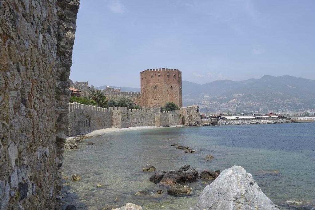 Вид на башню из крепости