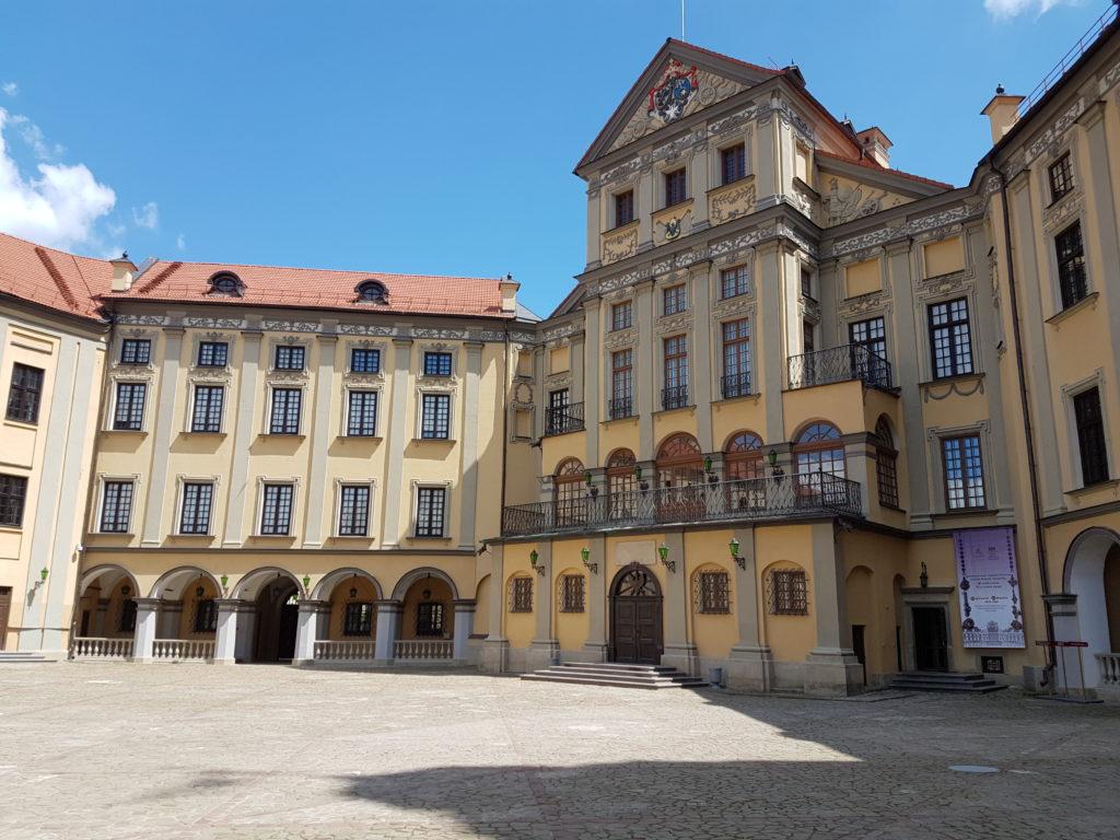 Внутренний двор замка Несвиж Беларусь