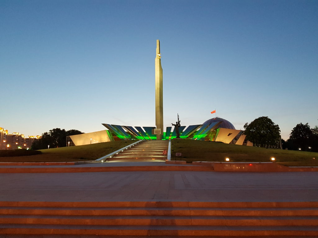 Стела «Минск — город-герой»
