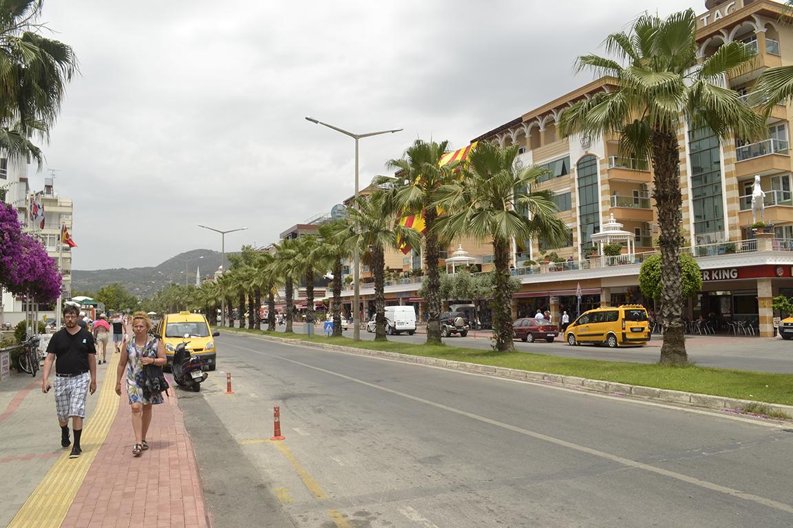 Улица Алании