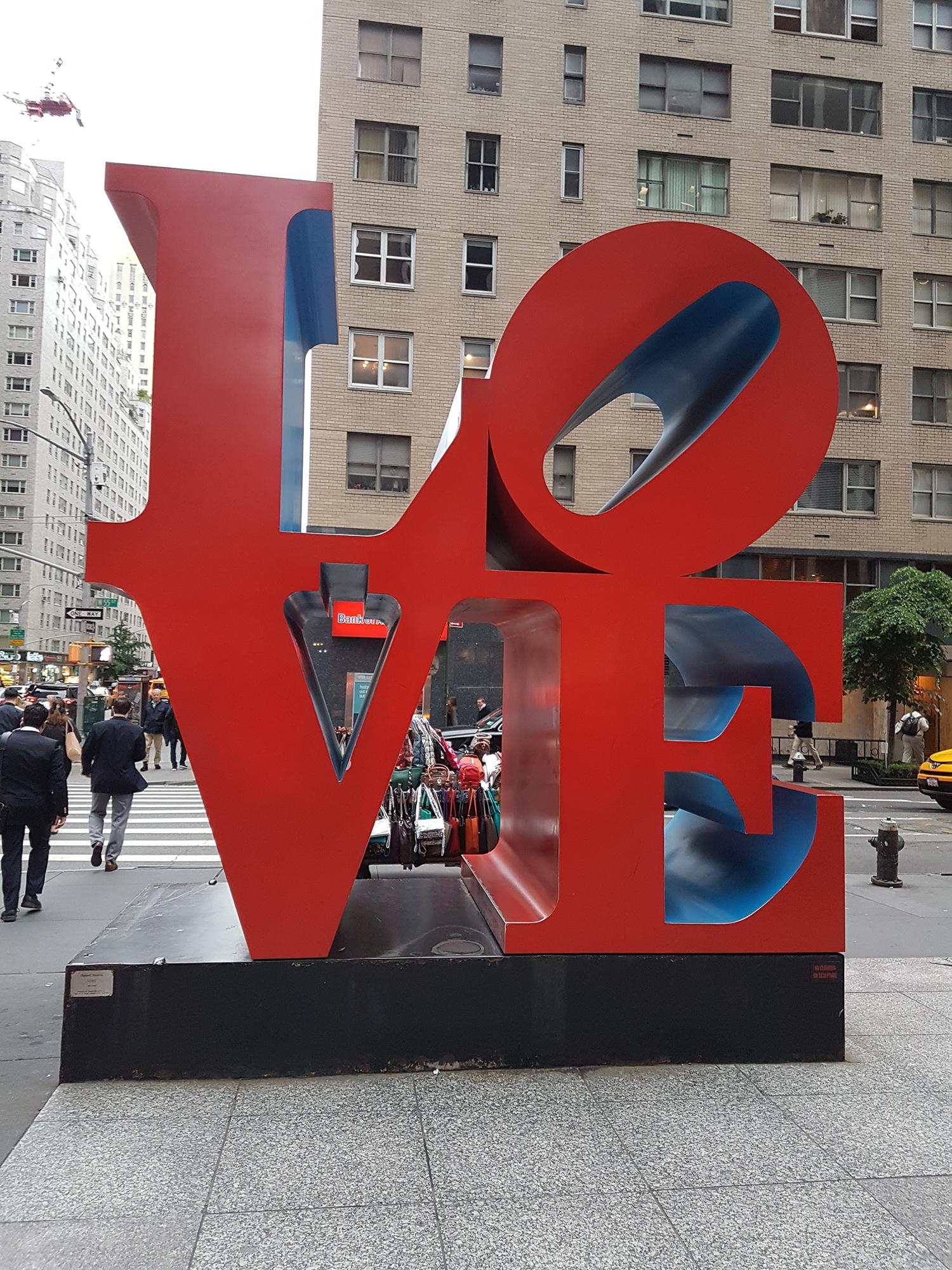 Арт-объект Love