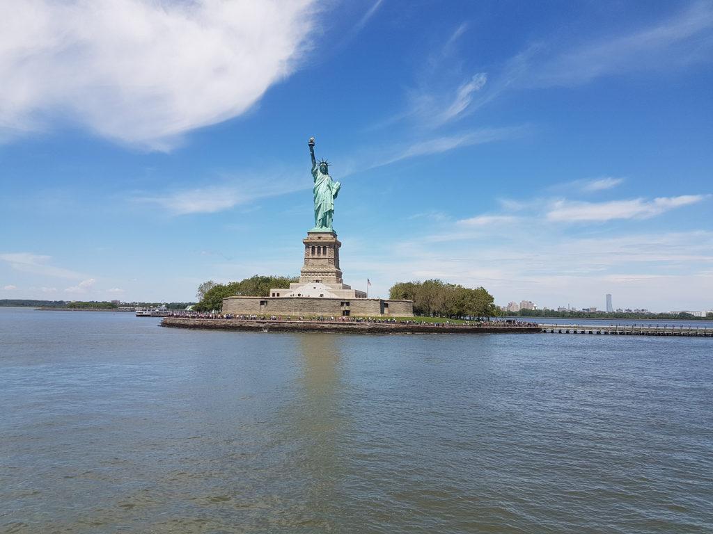 Вид с парома на статую Свободы