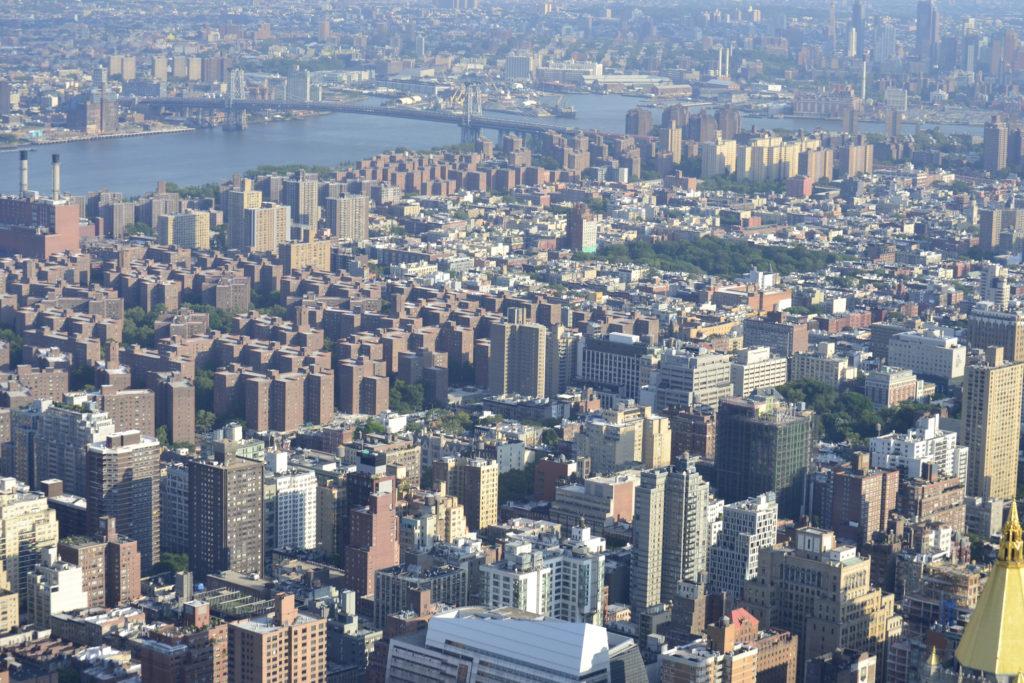 Вид на район Ту-Бриджес и Бруклинский мост за ним.