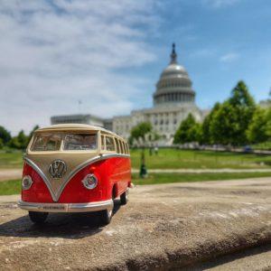 Наш верный Volkswagen на фоне Капитолия