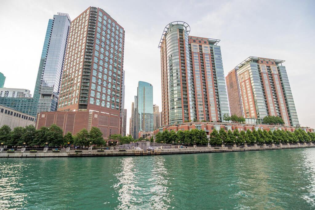 Жилые комплексы Alex's Condo & Riverview Condominiums