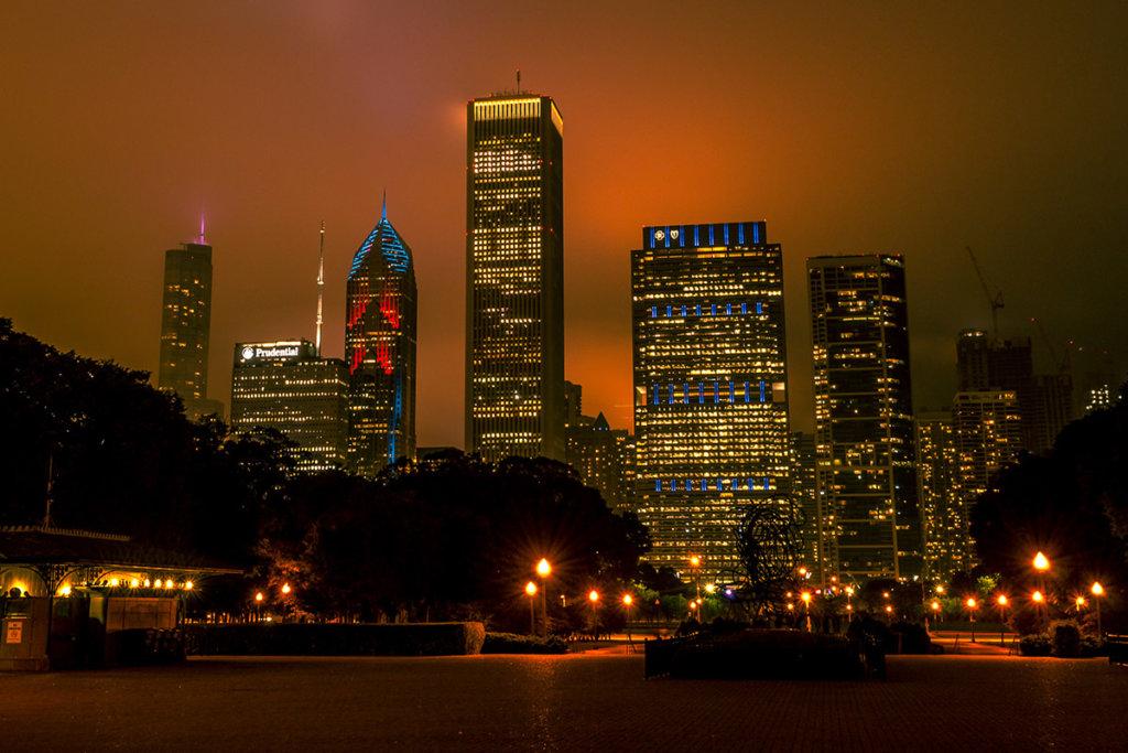 Ночной Чикаго в тумане