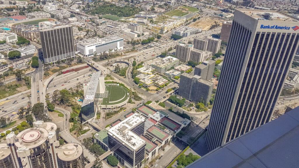 Вид со смотровой площадки OUE Skyspace LA